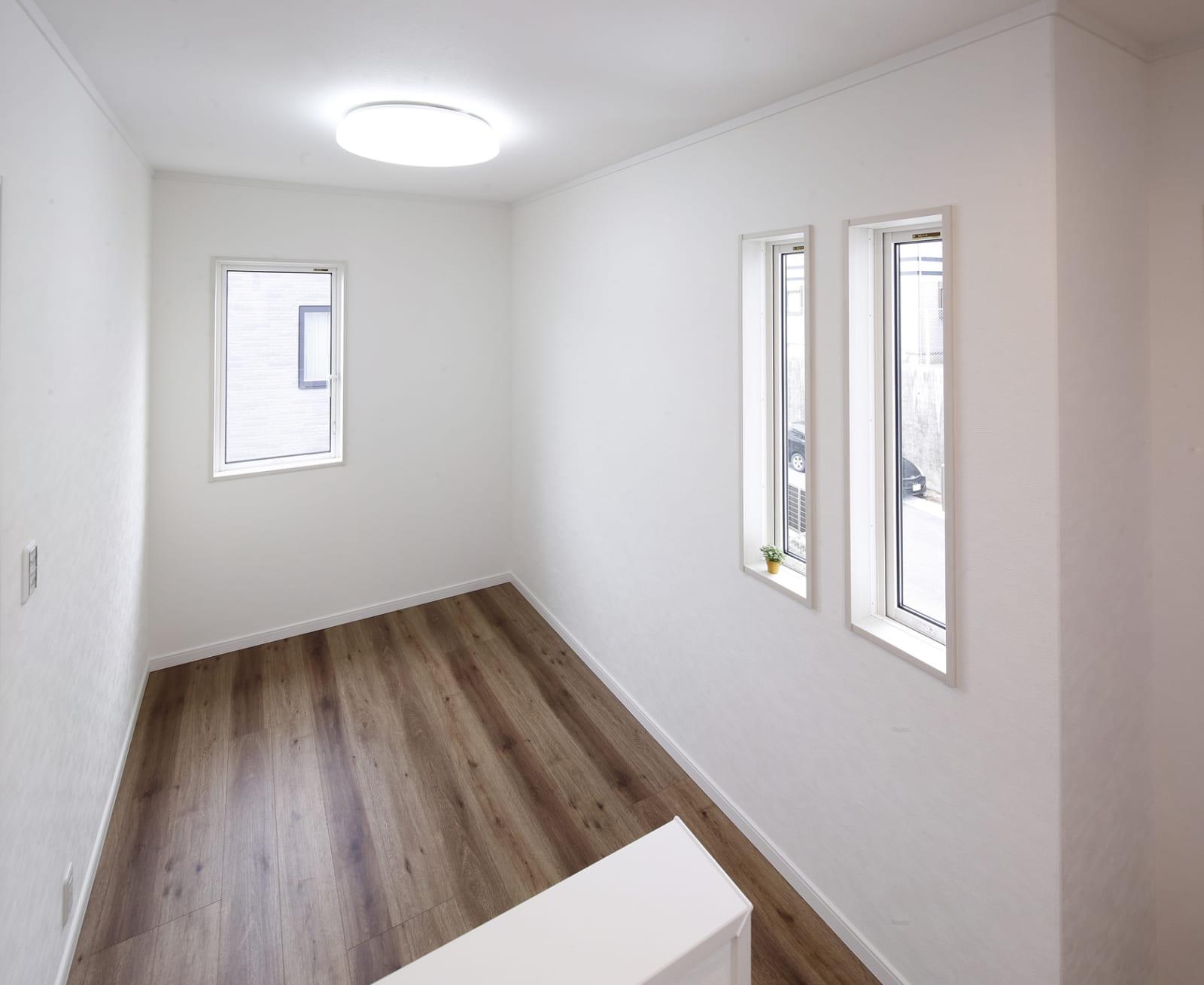 白と木目が心地いいカフェスタイルハウスの写真4